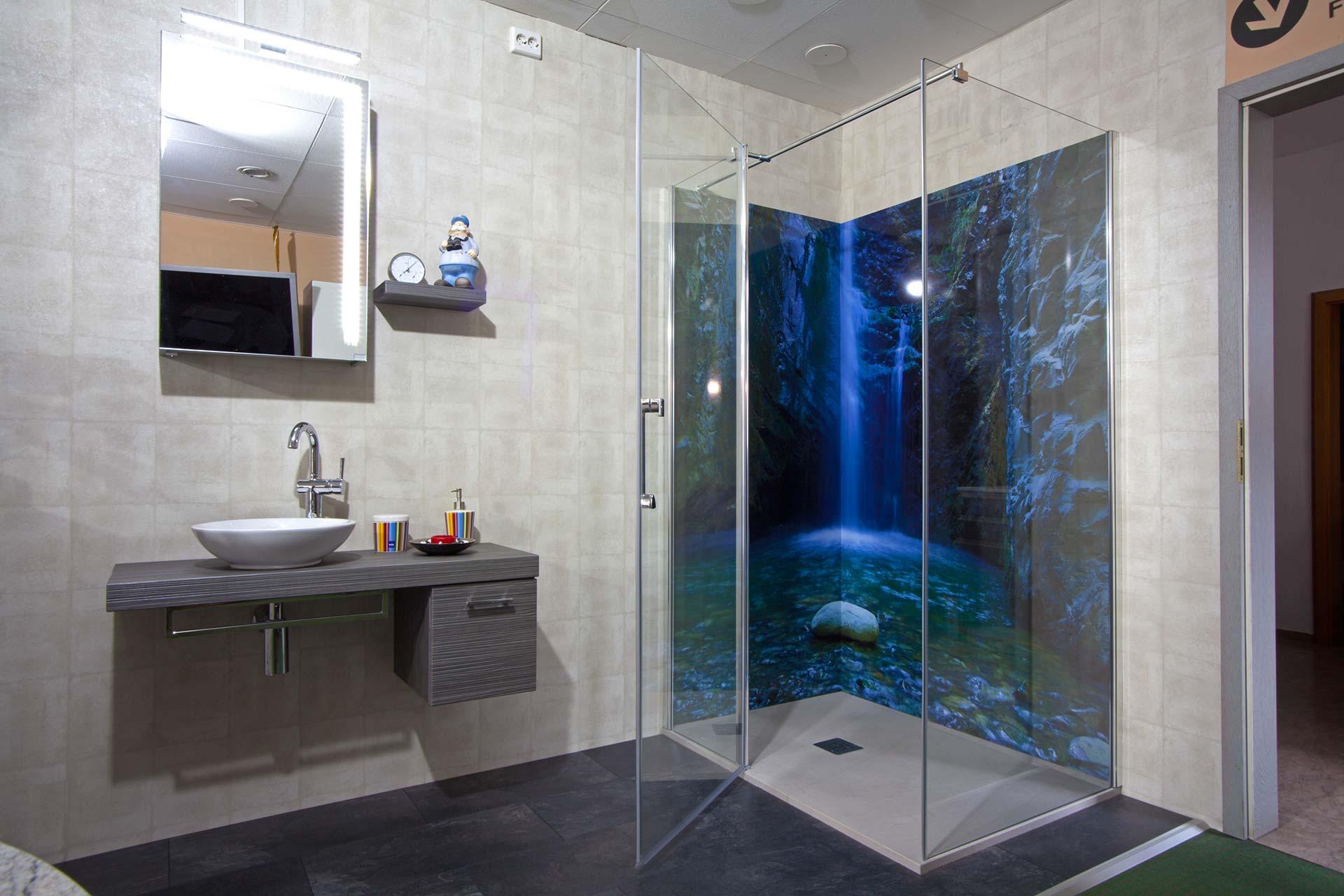 Ausstellung - Bad mit Wasserfalloptik